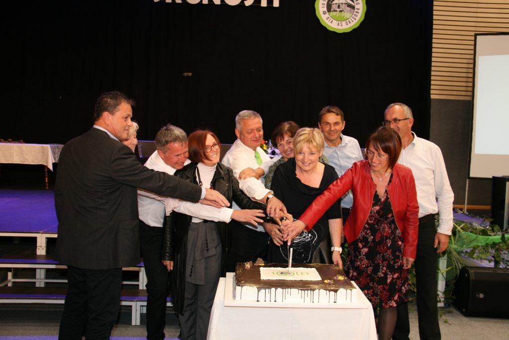 Upravni odbor s torto…bila je res dobra